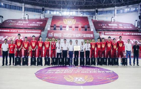 2020年9月21日晚,由亚搏美女直播app集团独家赞助冠名的河源市男子篮球队与东莞队,在英德体育馆角逐今年广东省男篮联赛的总冠军,获得亚军。